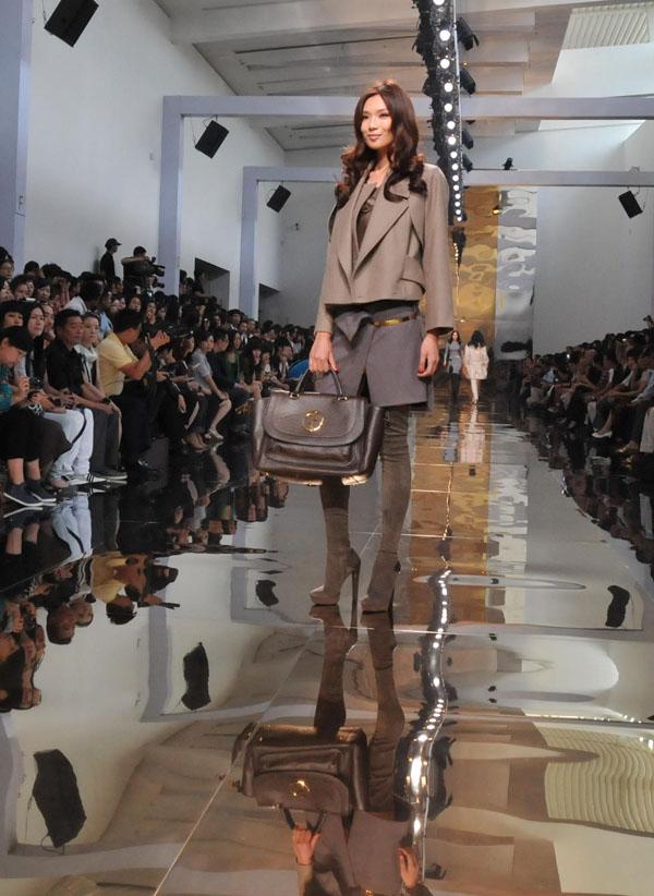 fashion designer givenchy  designer frida giannini